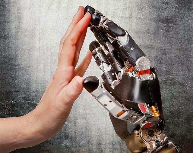 plano para restaurar el tacto con una prótesis